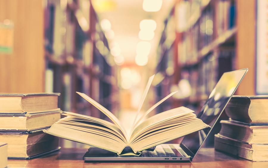 """El debate sobre la utilidad de los libros de texto es mucho más complejo que la antítesis """"impreso vs. digital"""". Hay que tomar en cuenta sus procesos de producción y distribución. - Foto: Bigstock"""