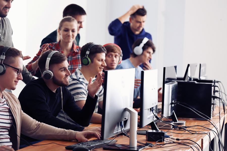 La oferta educativa está cambiando para preparar profesionales que desarrollen videojuegos. - Foto: Bigstock