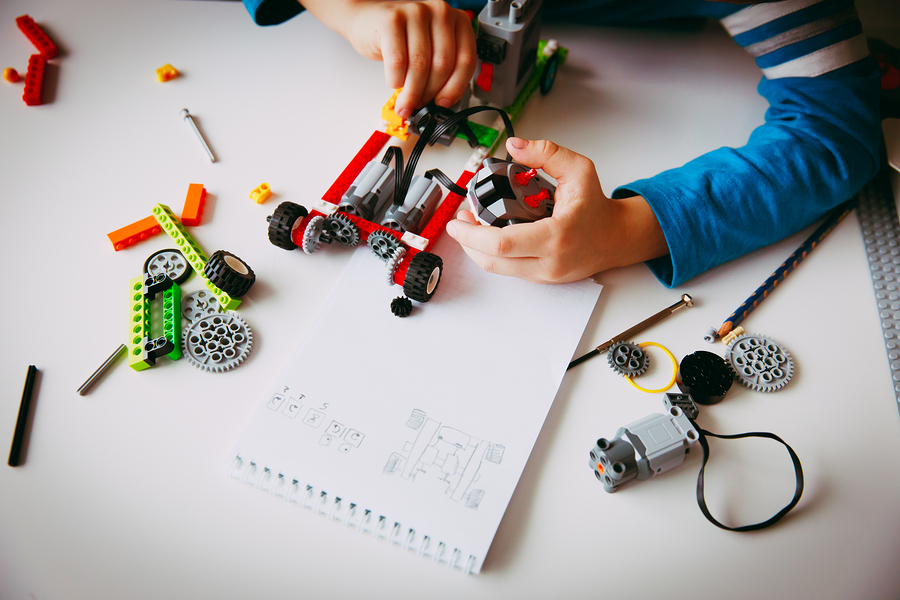 Es hora de hacer de la educación STEM una prioridad para todos los estudiantes. - Imagen: Bigstock