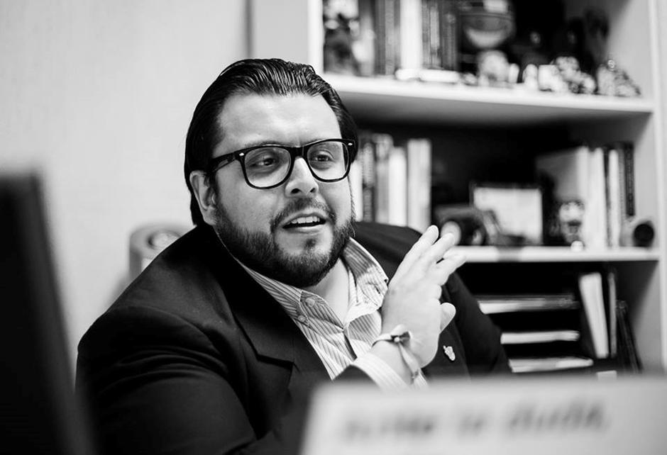 Francisco Orozco es un profesor que ha destacado por innovar en el ámbito educativo al impartir sus clases como si fueran series de Netflix. - Foto: Conecta, Tec de Monterrey.