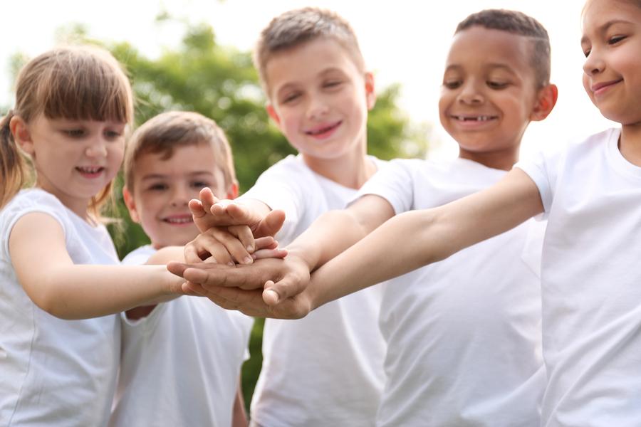 Se debe enseñar civismo en las escuelas para crear una sociedad más justa y equitativa. - Imagen: Bigstock