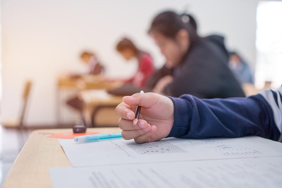 Cada vez más universidades se alejan de las pruebas estandarizadas en busca de alumnos más diversos. - Imagen: Bigstock