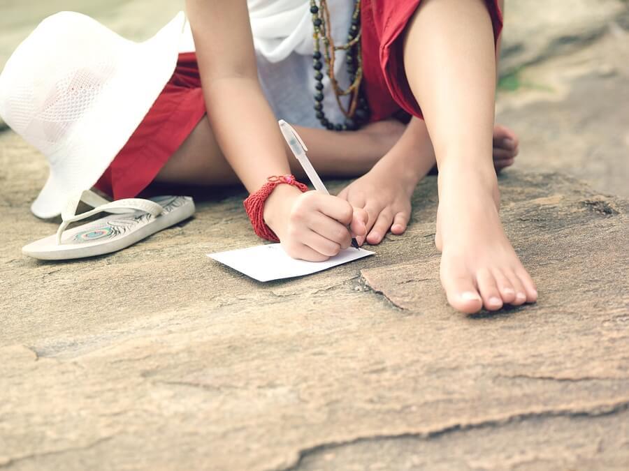 """""""Escribiendo poesía los estudiantes desarrollan habilidades de persuasión para redactar ensayos o discursos más efectivos e inspiradores"""". -"""