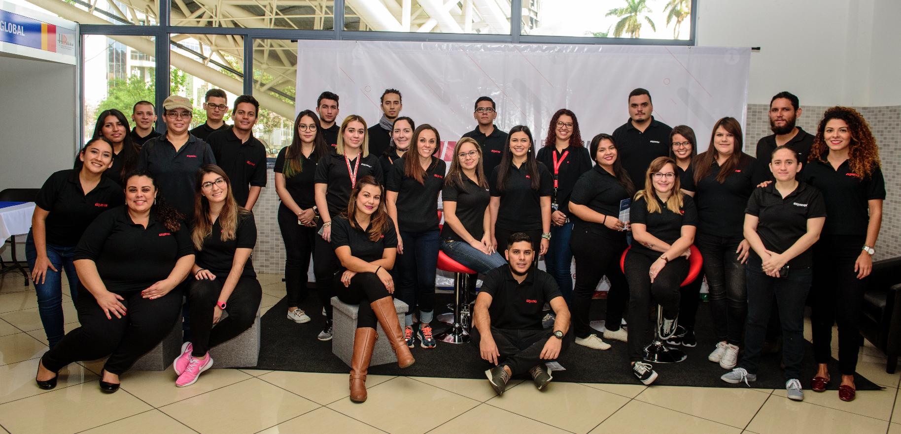 Equifax recibió el reconocimiento de Best Customer Experience (Mejor servicio al visitante) en Expoempleo Abril 2018 por el buen trato a los visitantes.
