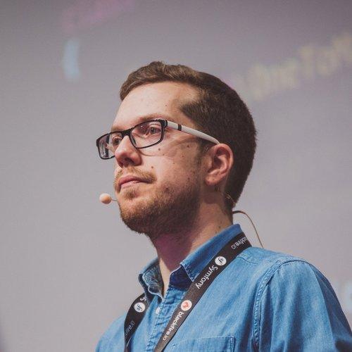 Romaric Drigon - Certifié niveau expert Symfony 2.0 et 4.0, Romaric a travaillé sur des projets de grande envergure en tant que développeur sénior ou lead developer. Conférencier et blogueur, il anime des cours techniques avec pédagogie depuis plusieurs années.