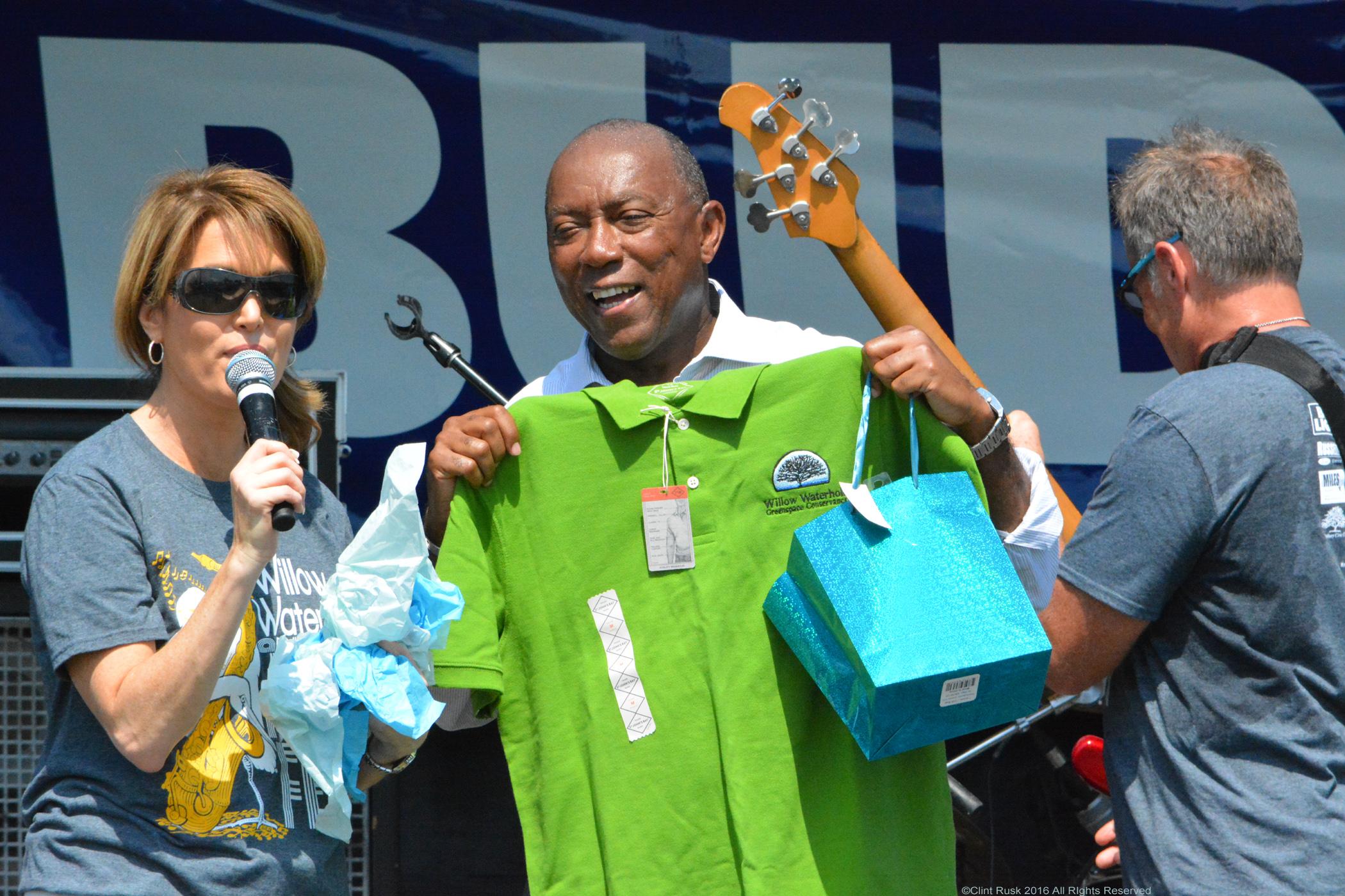 Melissa.Wilson.and.Mayor.Turner.WWGC.Shirt.DSC_2819.jpg