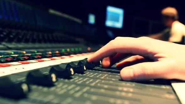 audio_engineer_sound_technician_music_jobs.jpg