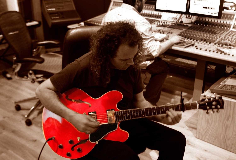... Dublin Studio Hub Guitarist Larry at Work