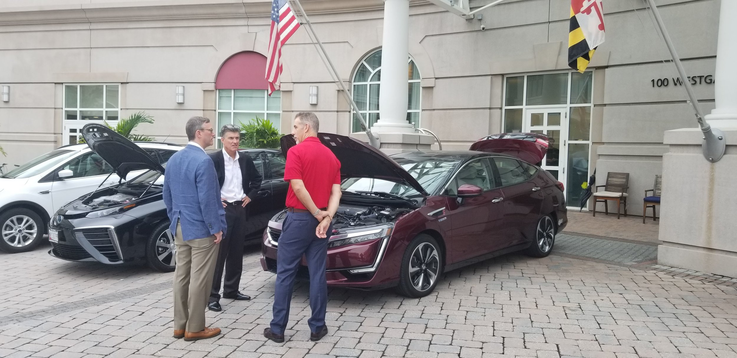 Toyota Mirai and Honda Clarity vehicles exhibited at the NASFM conference.