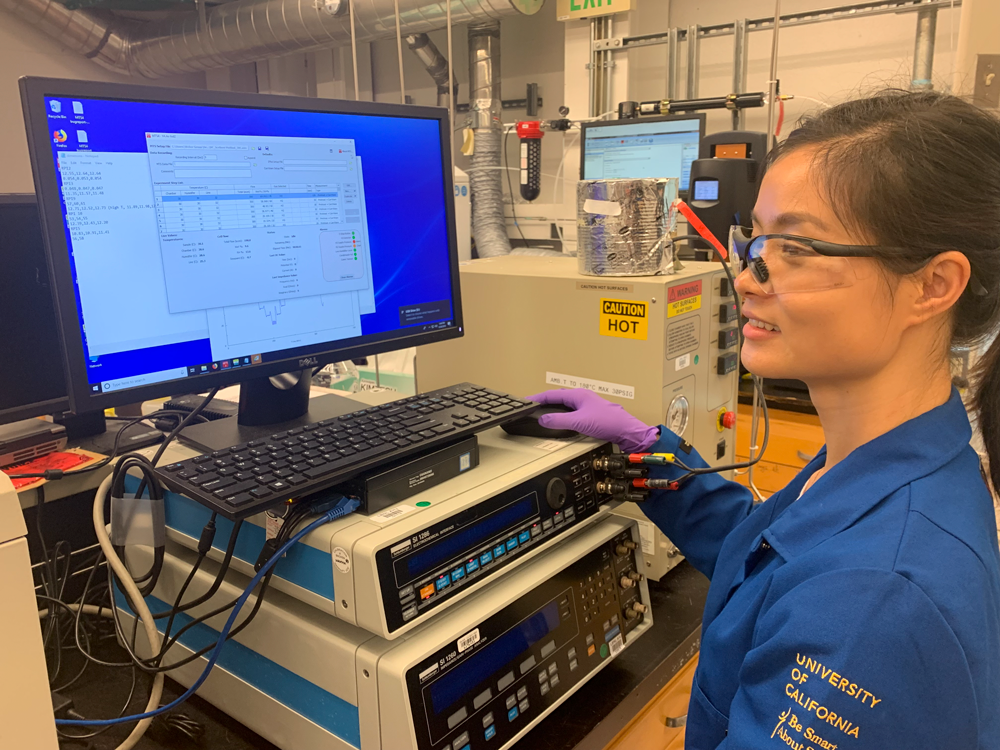 Post doc Xiaoyan Luo uses the #Advanced Light Source and other equipment to find new materials for low-cost, efficient hydrogen fuel cells.