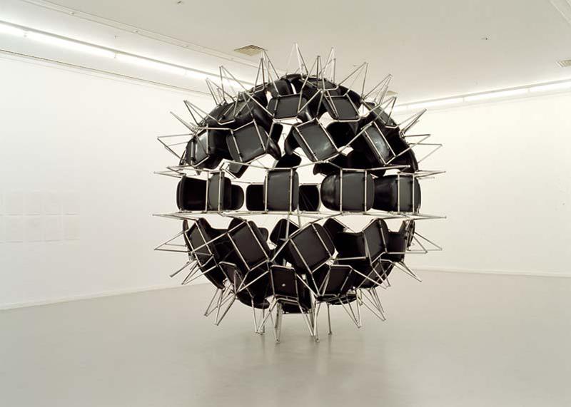 2006. 74 chairs, fixation system. 440 x 440 x 440 cm. Collection du Musée d'art contemporain du Val-de-Marne.