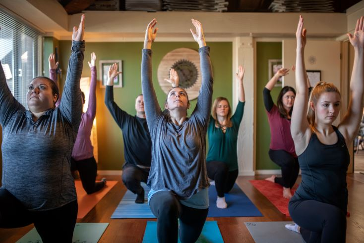 Bilingual Vinyasa Flow yoga