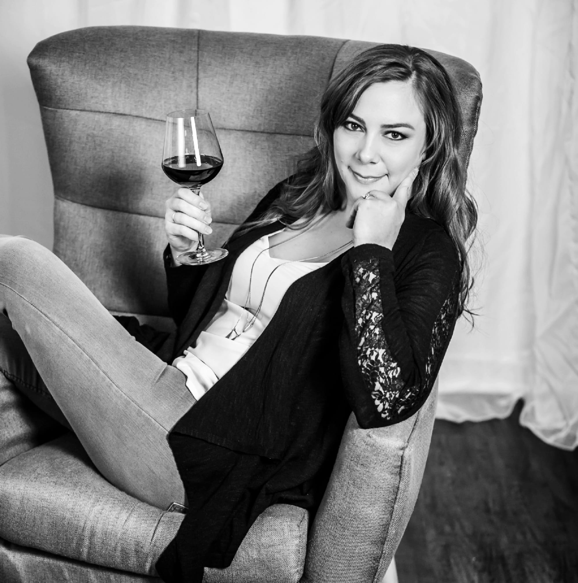 Monika LeFever, Wine CONNOISSEUR, Wine Shop at Home,