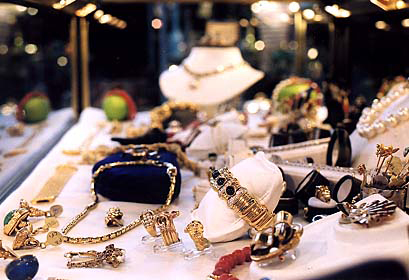 toronto_antique_and_vintage_markert_jewellery.jpg