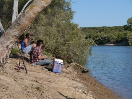 fishing and relaxing by the Murchison River at Murchison House Station