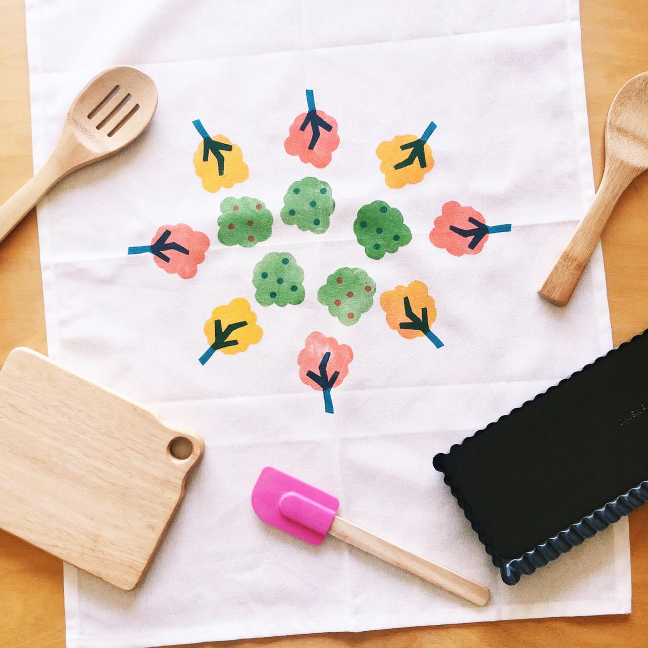 Block Printed Tea Towel Workshop, craft workshop - The Corner Store Gallery, Orange NSW, photograph by Jacqueline Chan