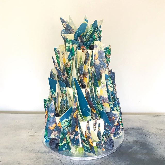 🔸🔹🌿'Spring Shards' 🌱🔷 created for one of my oldest bestest buddies @lucyannjames in March earlier this year.  I know we are moving in to autumn and not in to Spring (!!) but I have been a little quiet on insta (thanks so much for following) and have so so many projects still to share with you.  After an exceptionally busy week (more in my stories on that) I thought I'd start here - a geometric take on a Spring bouquet in daffodil, violet and green grape grounded in teal.  The bake, the flavours are so important to us - they aim to at least match the quality of the design. Top tier - lime courgette layered with raspberries, passion fruit, pomegranate & mango coulis - this is a real favourite for us with the most super positive feedback from clients.  Middle tier - classic super zesty lemon drizzle with fresh raspberries and coulis.  Bottom tier - fudgey chocolate cake drizzled in kirsch with cherry compote & fresh cherries too.  Eat Your Art Out.
