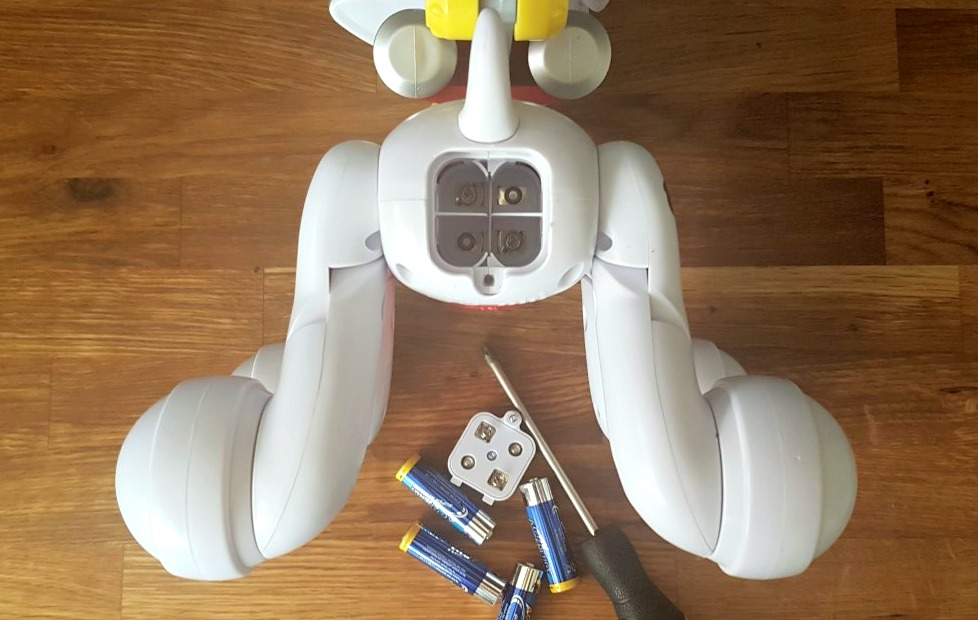 PP Zoomer M batteries & screw.jpg