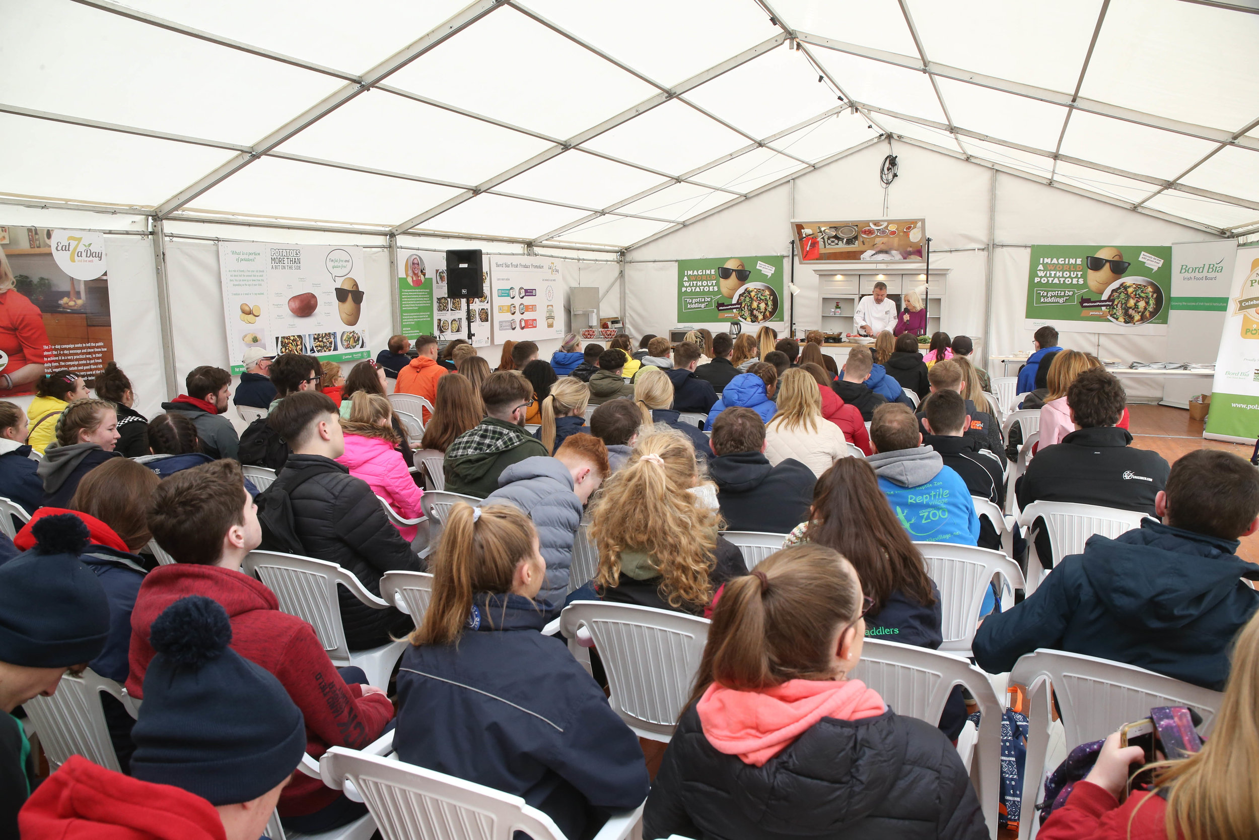 Large crowds at Bord Bia cookery demonstrations for secondary school students