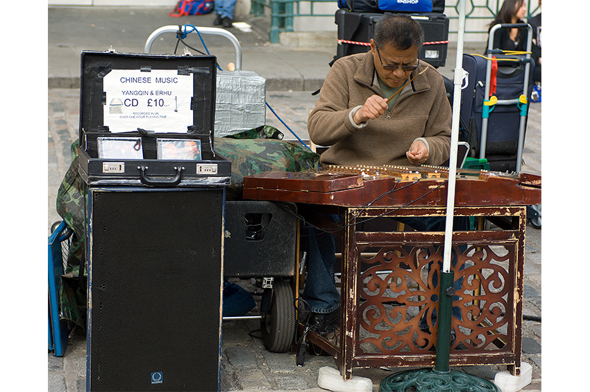 Richard-Slater_PeopleinLondon__Chinese-musician.jpg