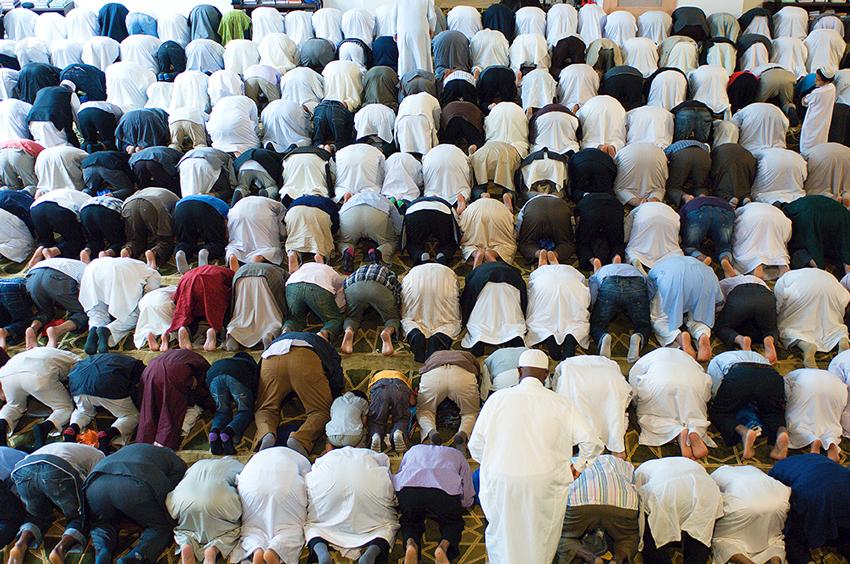 Richard-Slater_People-in-London_East-London-Mosque.jpg