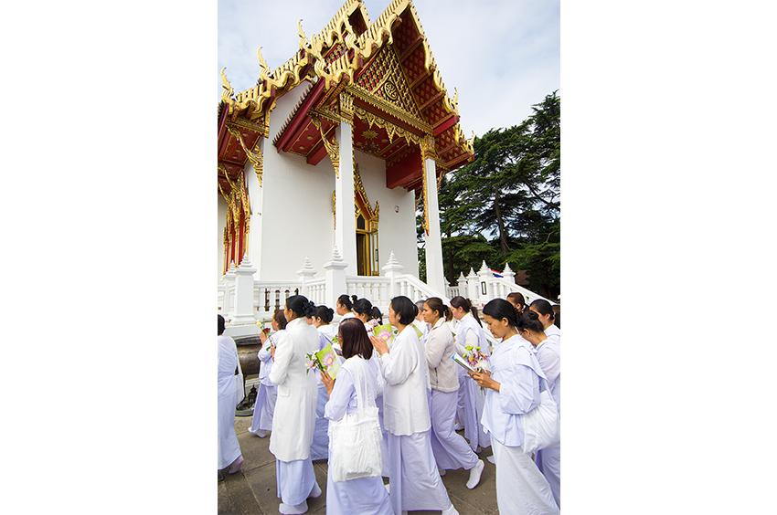 Richard-Slater_PeopleinLondon__Thai-Buddhist-Temple.jpg