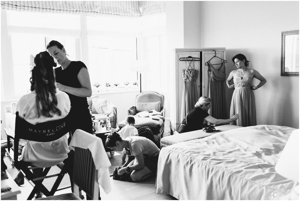 Braut beim Make-Up