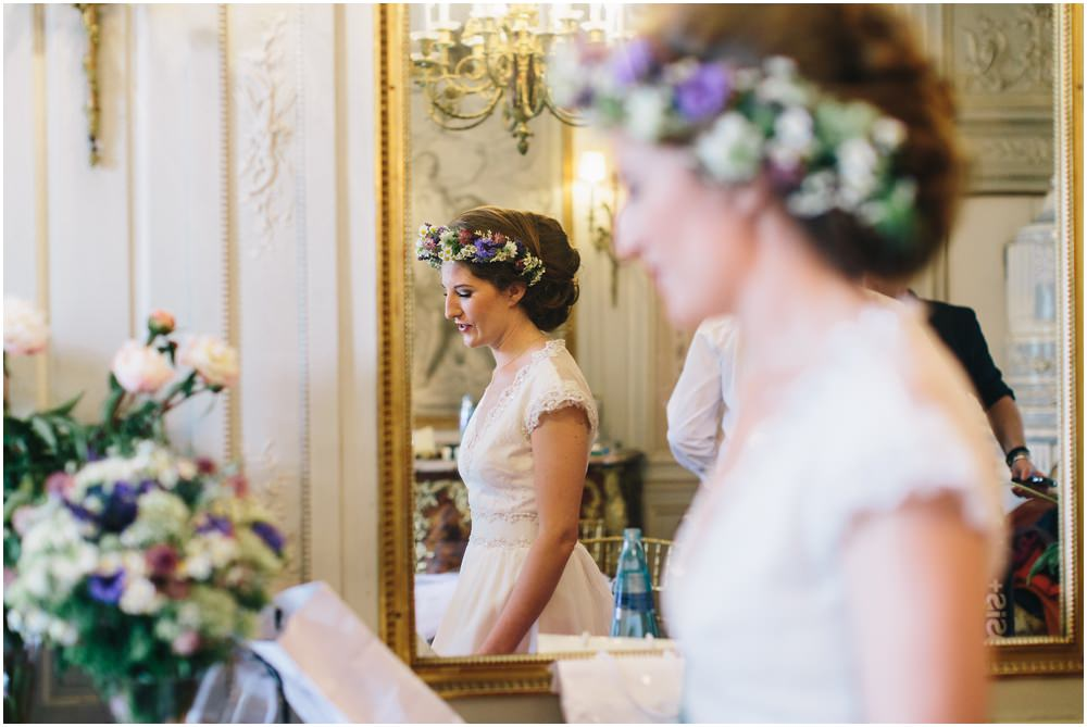 Braut mit Blumenkranz