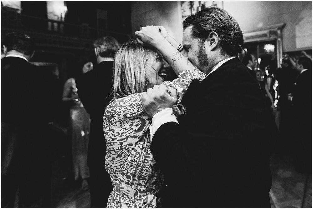 Ein Paar beim tanzen
