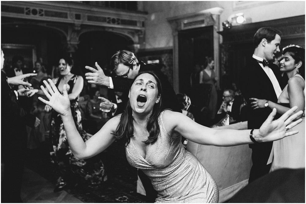 Gäste tanzen ausgelassen
