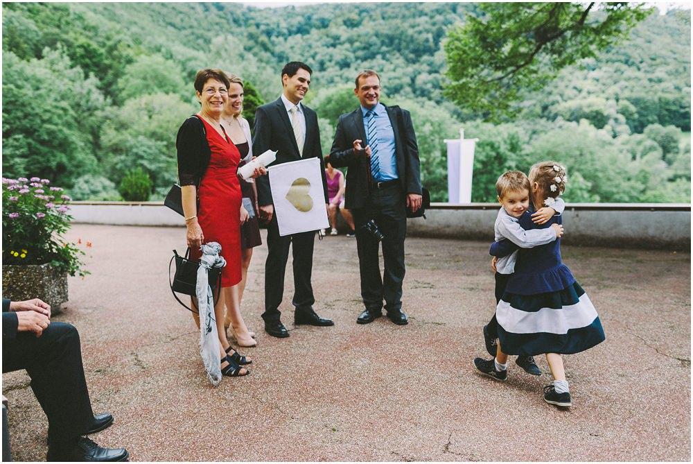 Hochzeitsgäste warten