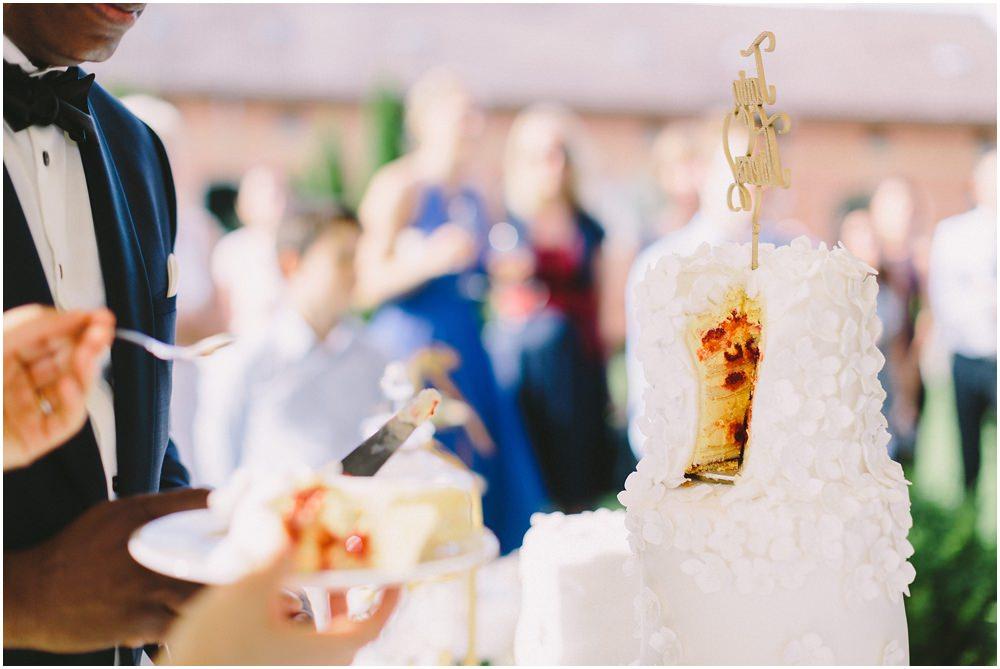 Hochzeitstorte angeschnitten