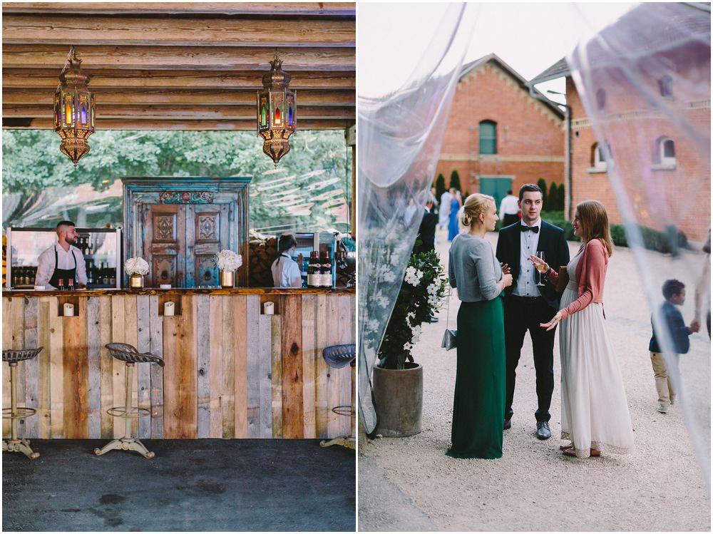 Hochzeitsgäste beim Empfang