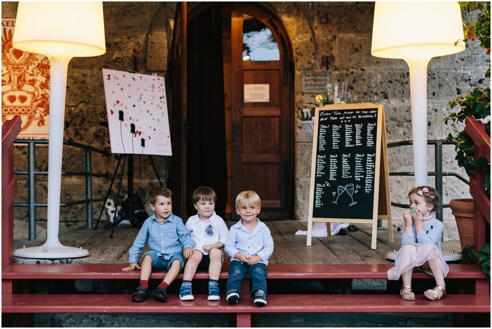 Kinder auf einer Feier