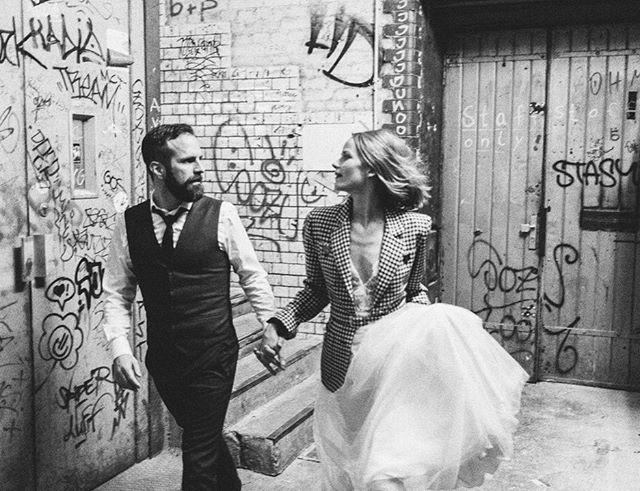 Shooting in #Berlin mit @nala_bridalcouture und @vidalamelie ⠀⠀⠀⠀⠀⠀⠀⠀⠀ #editorialshoot #unbezahltewerbungwegenverlinkung #berlin #bridalcouture #urbanwedding #bridetobe2020 #bridetrends #hochzeitskleid #hochzeitsinspiration #hochzeitsblog #heiraten #heiratentuebingen #heirateninstuttgart #bridetrends #bridalfashion
