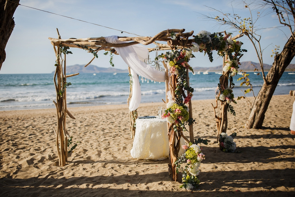 1256drift-wood-alter-wedding-costarica.jpg