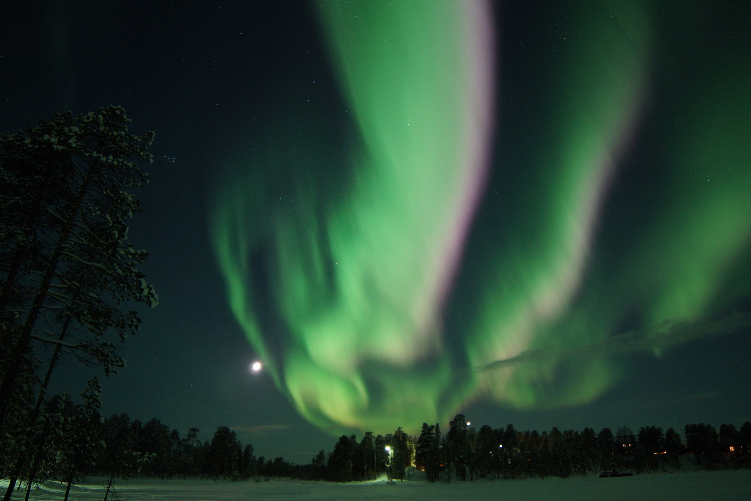 Pink Aurora in Nellim Finland and Venus