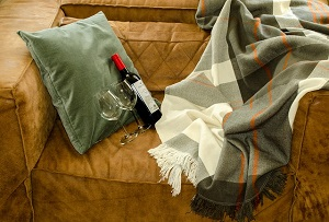 wine-relax-couch