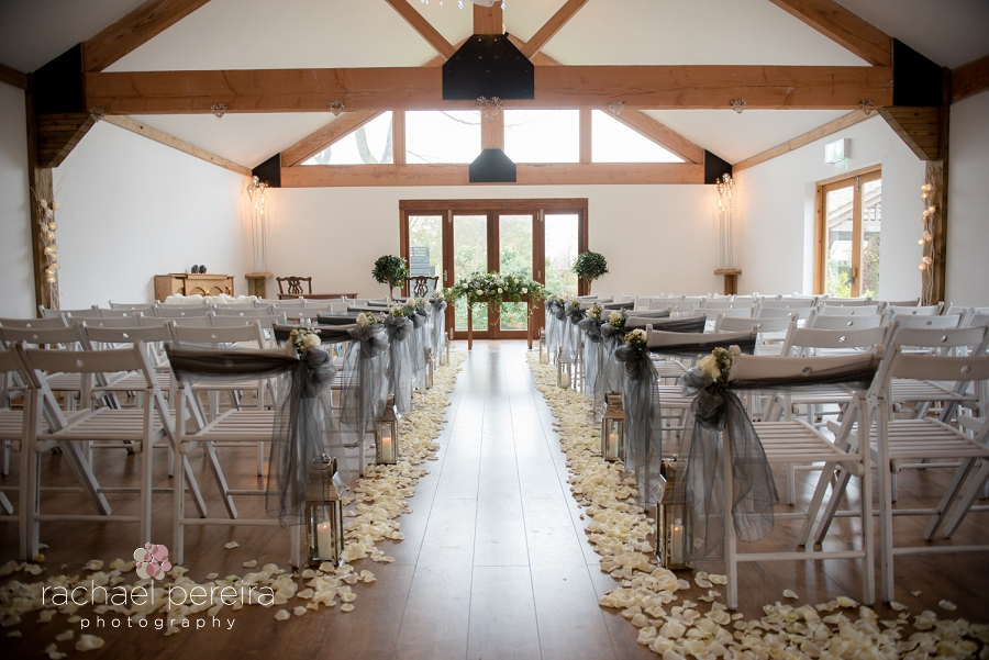 maidens-barn-winter-wedding_0009.jpg