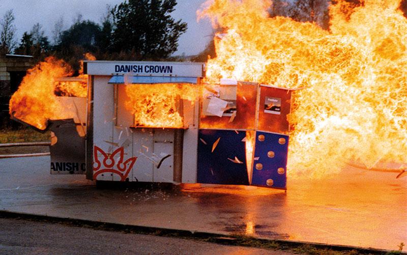Burn Out: Jes Brinch & Henrik Plenge Jakobsen: Hot Dog Stand