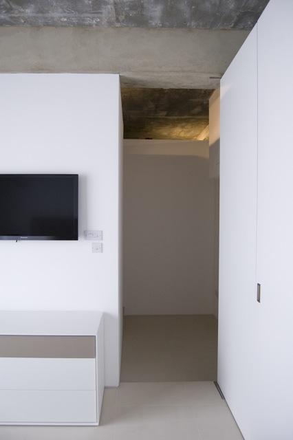 master bedroom to hallway.jpg