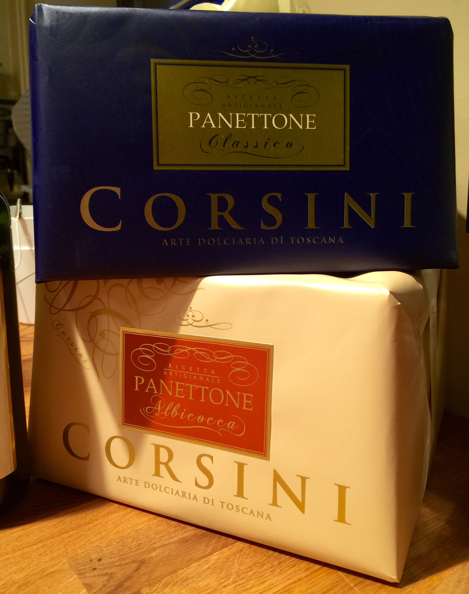 Panettone! Traditional with raisins and candied fruits; Panettone with apricot