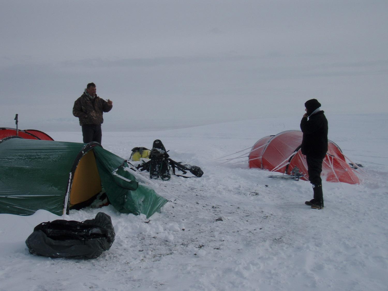ruhuntalaska_tents_snowstorm.JPG