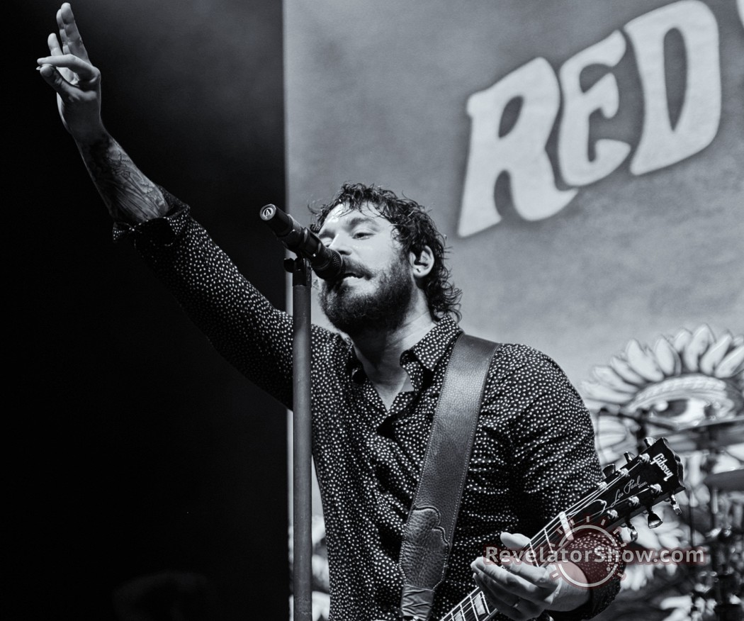View the latest concert photos and live review from Red Sun Rising's headlining Nashville show.