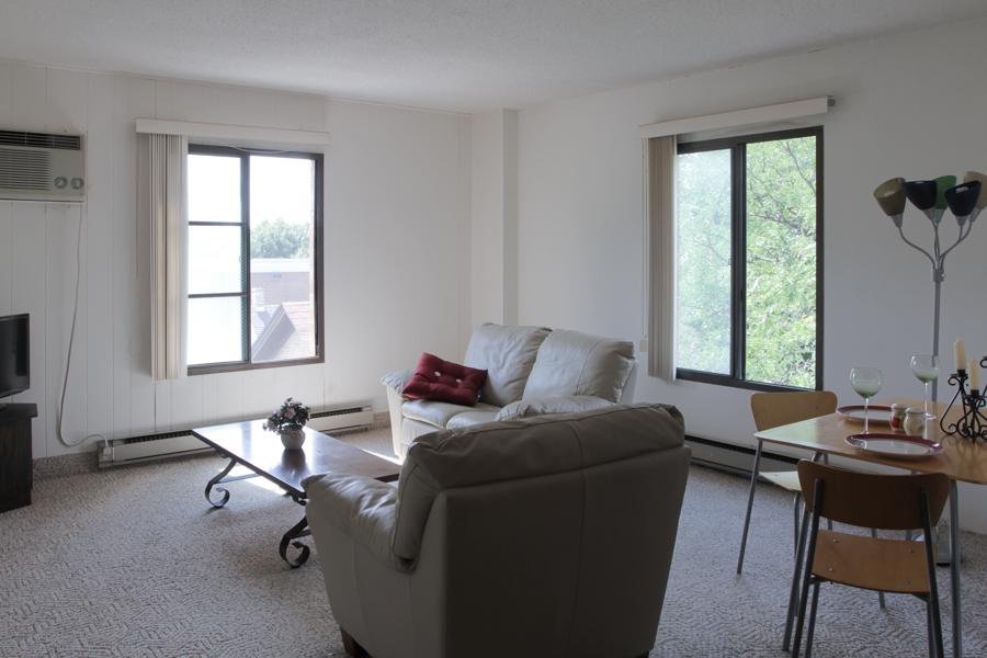 Living Room 01-0380.jpg