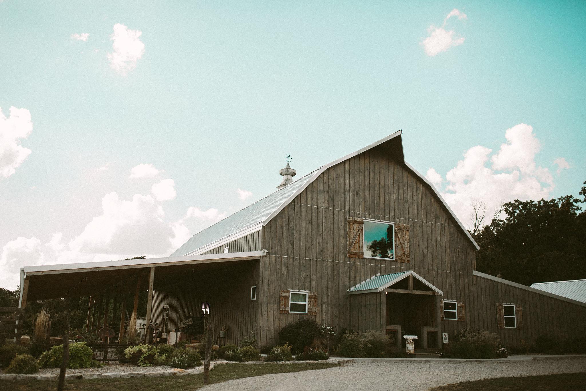 flyover photography-gambrel barn