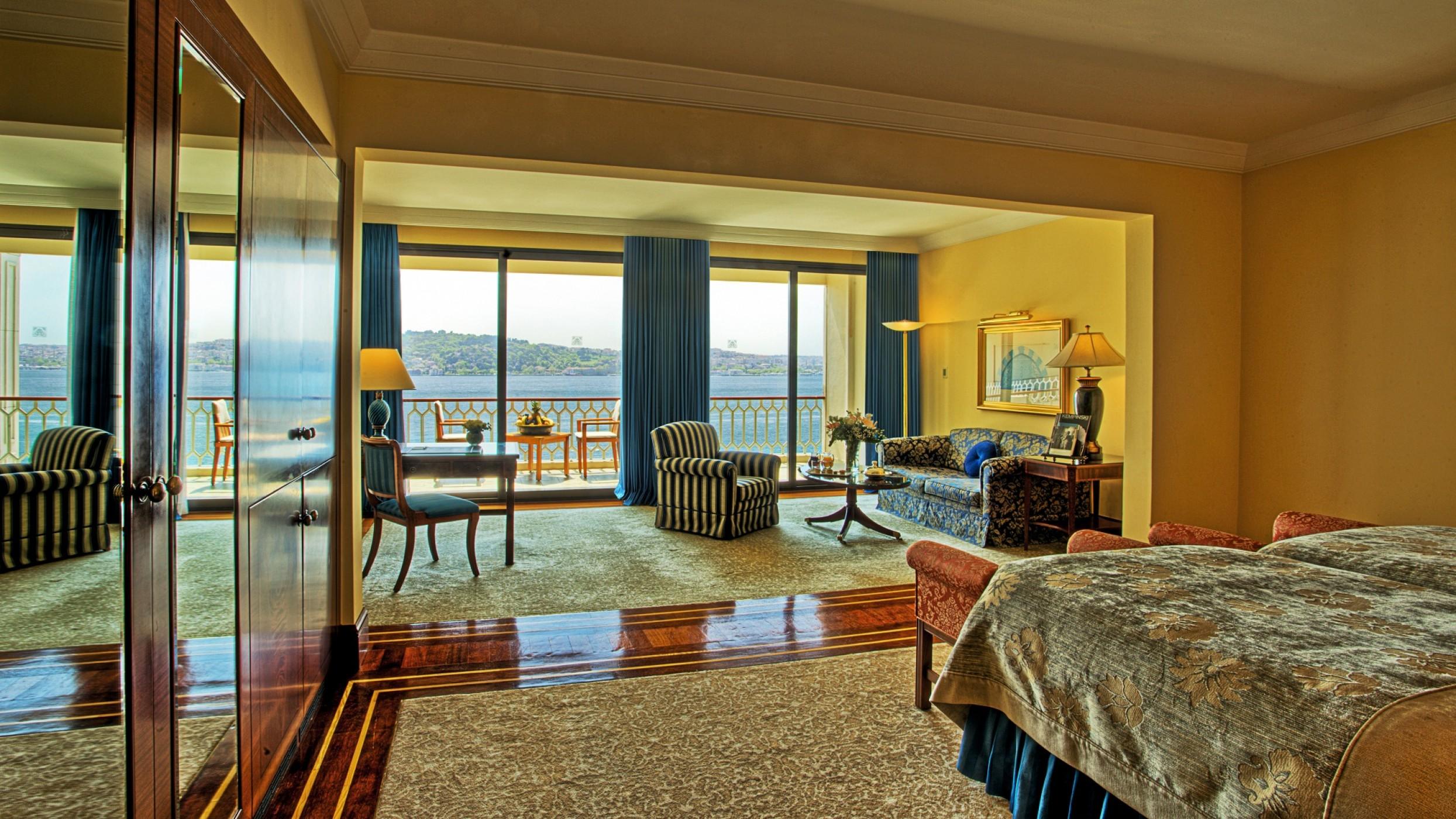 SetHeight1400-Deluxe-Bosphorus-View-Room.jpg