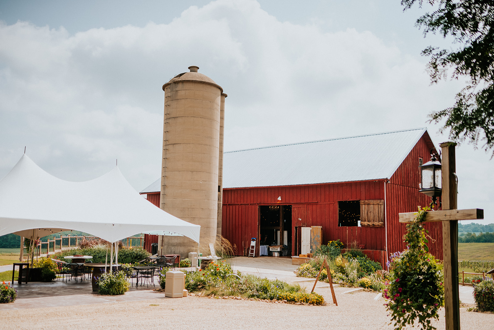 overthevineswisconsinwedding_0005.jpg