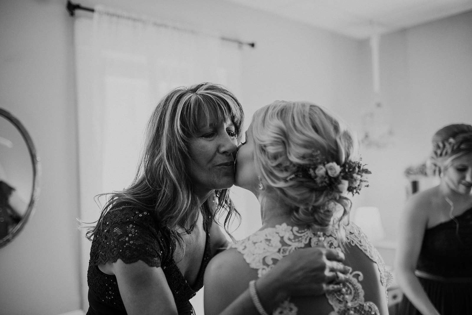 overthevineswisconsinwedding_0424.jpg