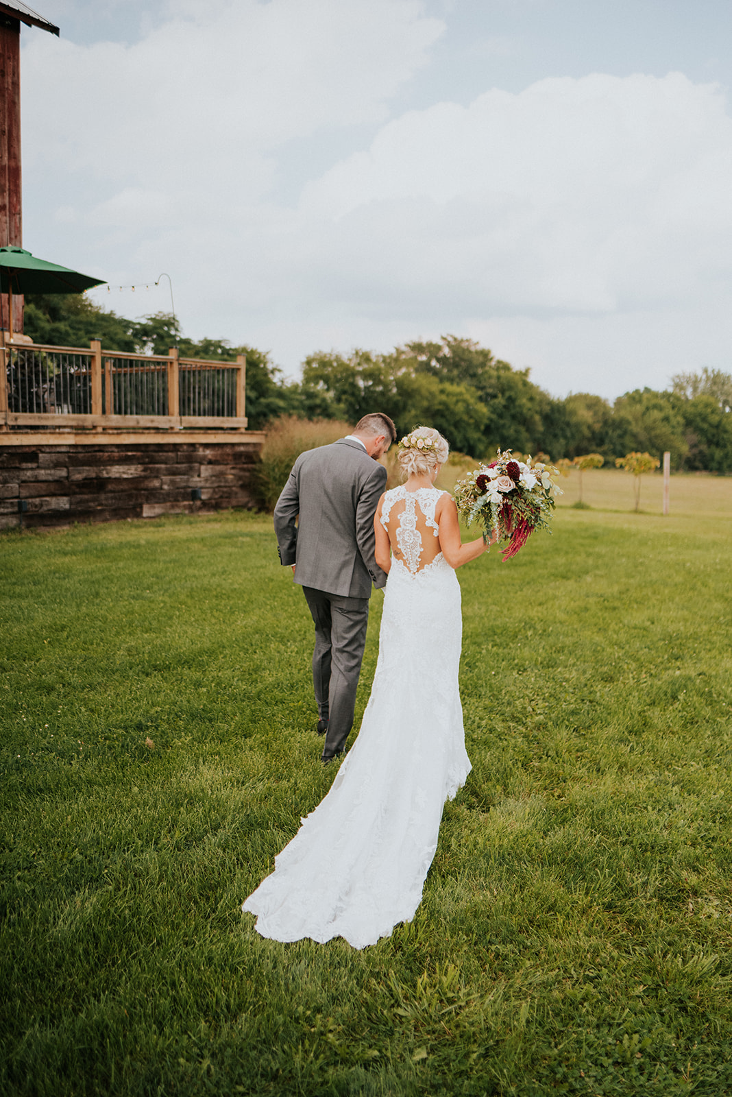 overthevineswisconsinwedding_0700.jpg